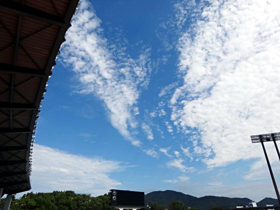 9月の空と長良川競技場2018_01