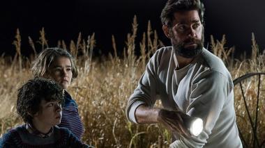 『クワイエット・プレイス』 監督のジョン・クラシンスキーは、リー役としてスクリーンにも登場する。リーガン役のミリセント・シモンズは実際に聴覚障害者なんだとか。