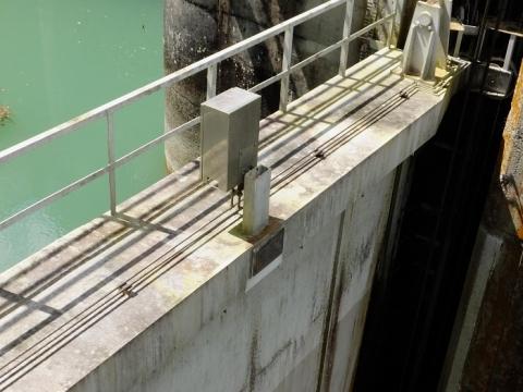 白丸ダム・2段式ローラーゲート