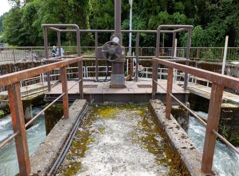 片貝谷発電所放水路排水ゲート