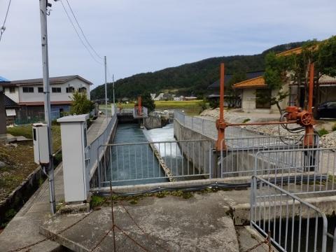 貝田新円筒分水から始まる放水路