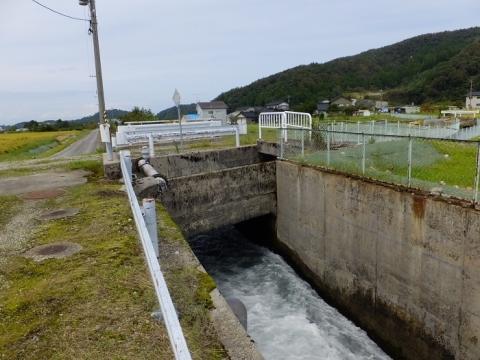 用水路と宮川放水路の立体交差
