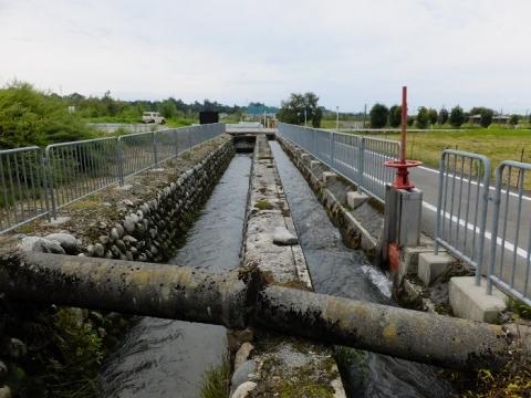 東山円筒分水槽から始まる用水路