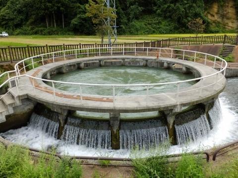 上市町釈泉寺円筒分水槽