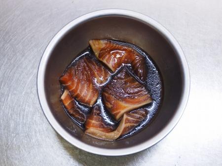 サーモン漬け丼015