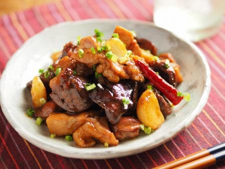 鶏もも肉と鶏もつのピリ辛煮025