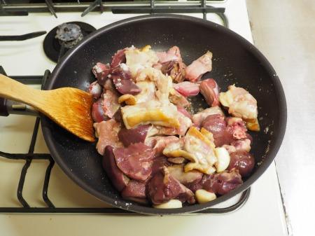 鶏もも肉と鶏もつのピリ辛煮054