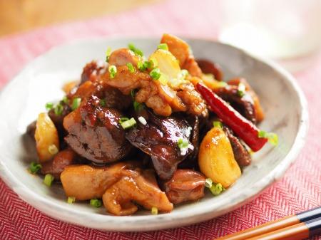 鶏もも肉と鶏もつのピリ辛煮011