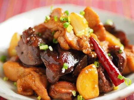 鶏もも肉と鶏もつのピリ辛煮036