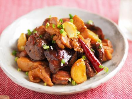 鶏もも肉と鶏もつのピリ辛煮004