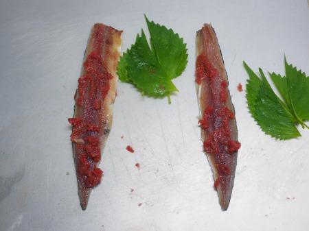 塩サンマ梅肉大葉巻き焼き034
