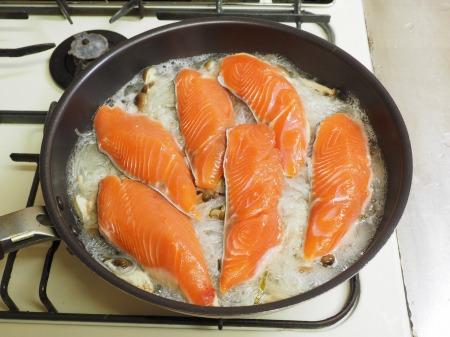 鮭とあさりのフライパン酒蒸し045