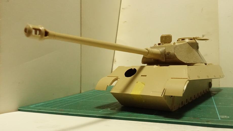 タミヤのミリタリーミニチュアシリーズ  No.169 ドイツ 重戦車キングタイガー(ポルシェ砲塔) その1