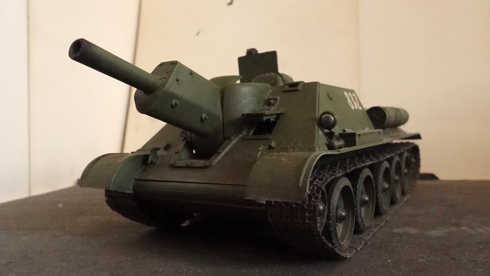タミヤのミリタリーミニチュアシリーズ No.111 ソ連軍 SU-122 襲撃砲戦車の写真