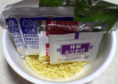 8/27発売 ビンギリ 花椒激辛タンタン麺(内容物)