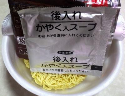8/28発売 スパイシー辛辛豚らーめん(内容物)