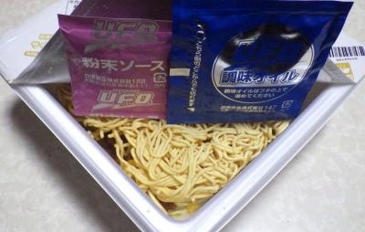9/10発売 日清焼そば U.F.O. 大盛 チャーハン味焼そば(内容物)