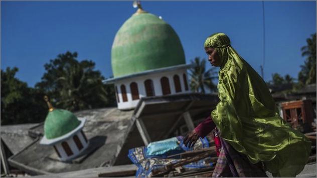 lombok-ae-01地震で破壊されたロンボク島のモスク