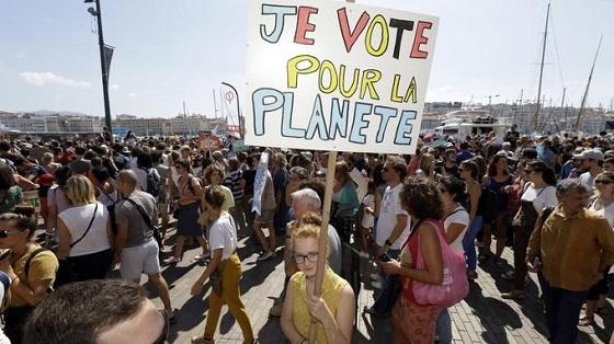 環境保護デモ行進 マルセイユ
