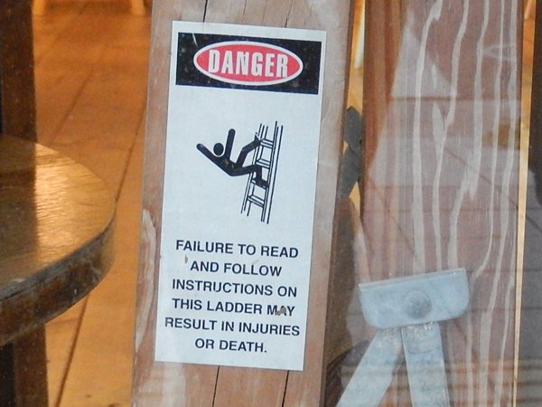 梯子から落ちるピクトさん