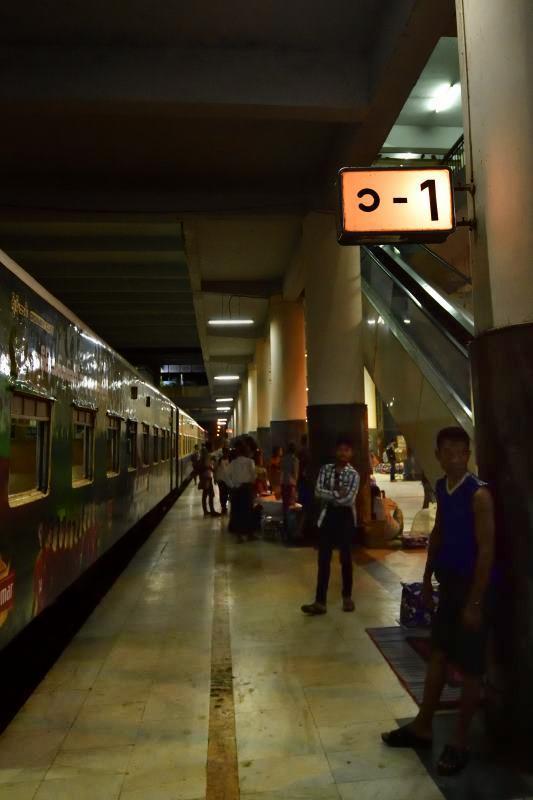 myanmar201807_30505_00001マンダレー駅