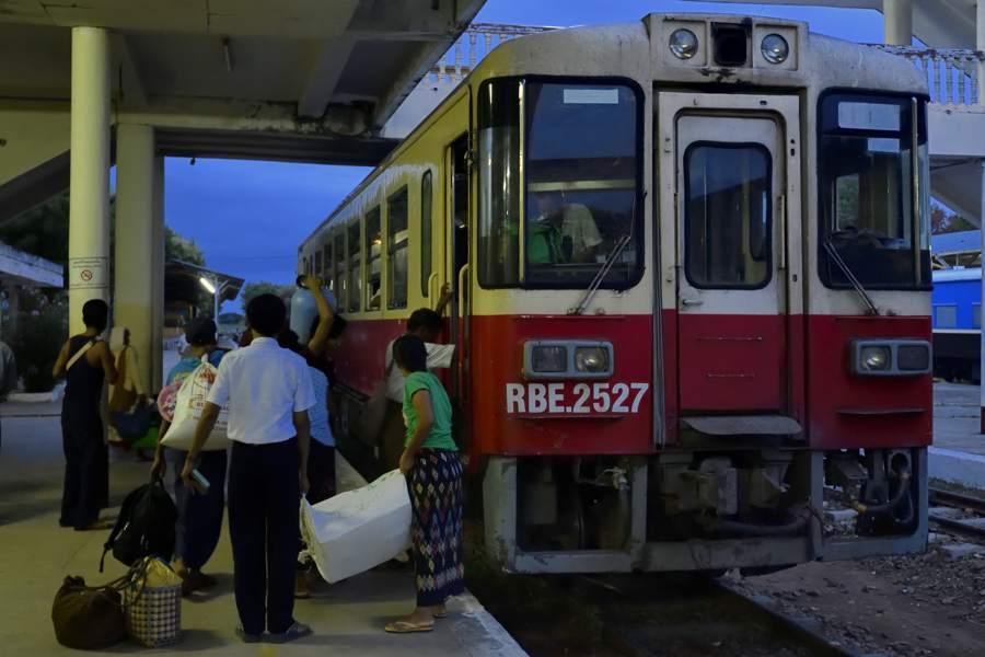 myanmar201807_31707_00001のと鉄道NT100b