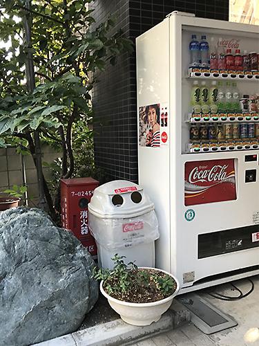 180916 自販機横のゴミ箱