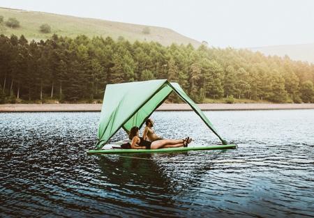 水に浮かぶテントの画像(3枚目)