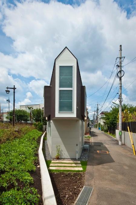薄すぎる三角形の住宅の画像(1枚目)