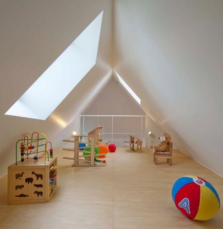 薄すぎる三角形の住宅の画像(2枚目)