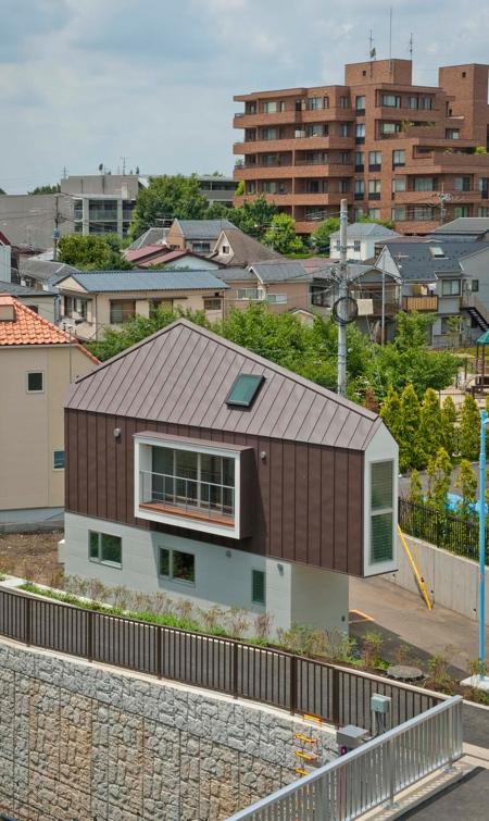 薄すぎる三角形の住宅の画像(3枚目)