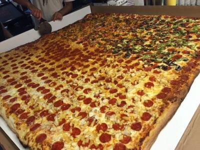 凄まじく大きなピザ02