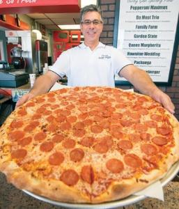 凄まじく大きなピザ03