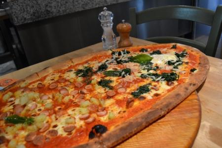 凄まじく大きなピザ06