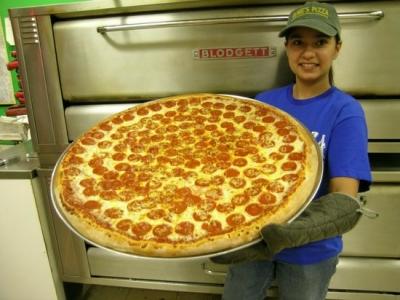 凄まじく大きなピザ10