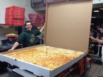 凄まじく大きなピザ14