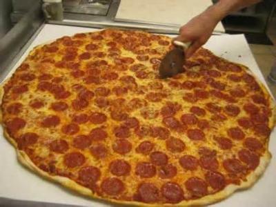 凄まじく大きなピザ16