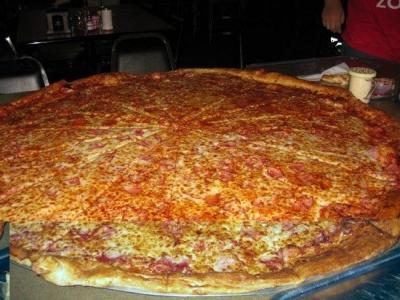 凄まじく大きなピザ19