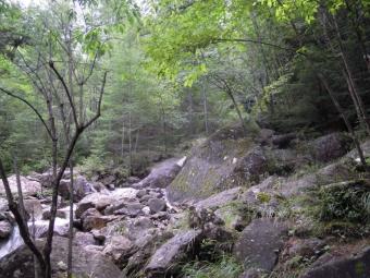 大きな岩がごろごろと180825
