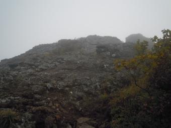 権現岳からの下り秋の色づき180916