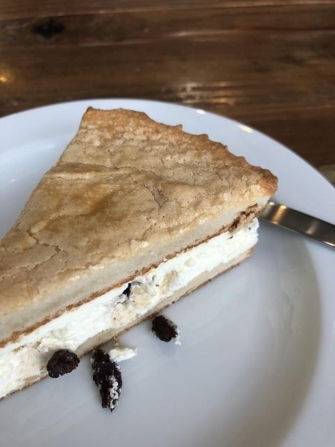 エスプレッソ オーブ ラムレーズンのケーキ