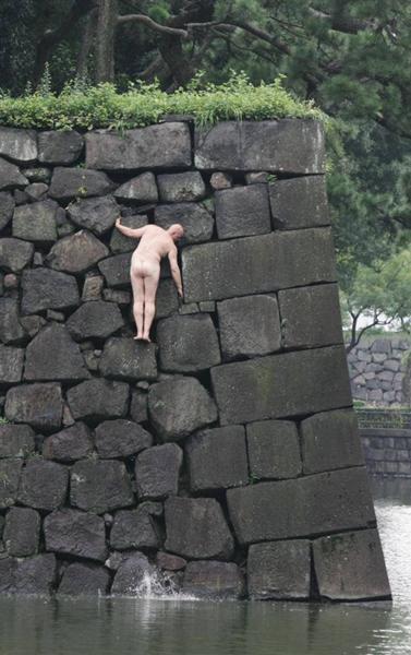 露天風呂が脱衣所の10m上にある