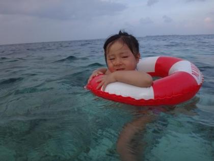 娘と海水浴