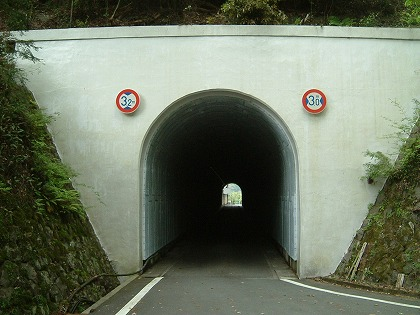桜谷隧道04
