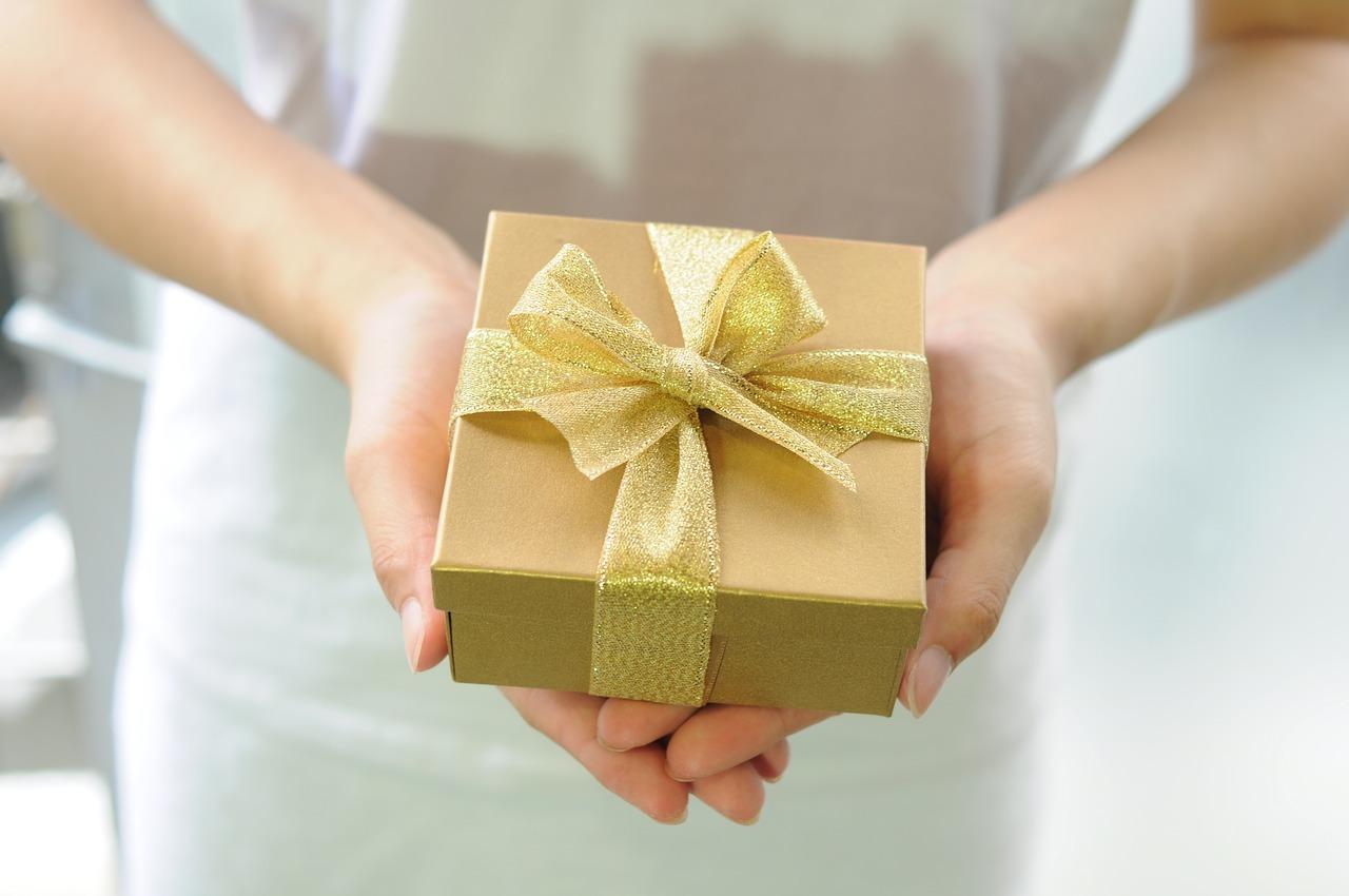 gift-box-2458012_1280.jpg