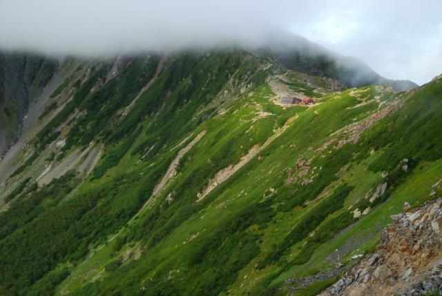 北岳山荘とテント場
