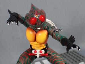 SHフィギュアーツ 仮面ライダーアマゾン (真骨彫製法) (23)