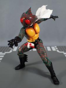 SHフィギュアーツ 仮面ライダーアマゾン (真骨彫製法) (32)
