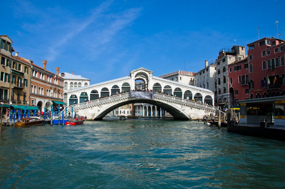 Rialto_bridge_2011.jpg
