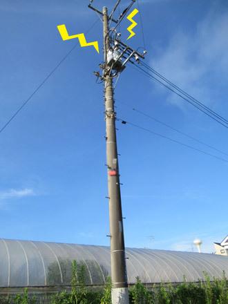 落雷した電柱